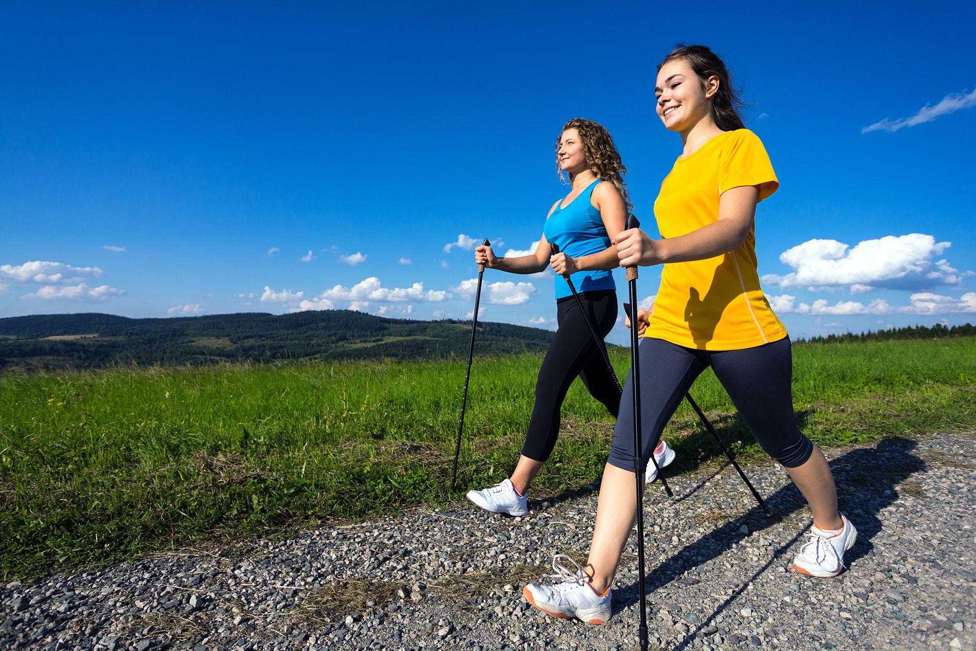 Người bị đau thần kinh tọa có nên đi bộ?