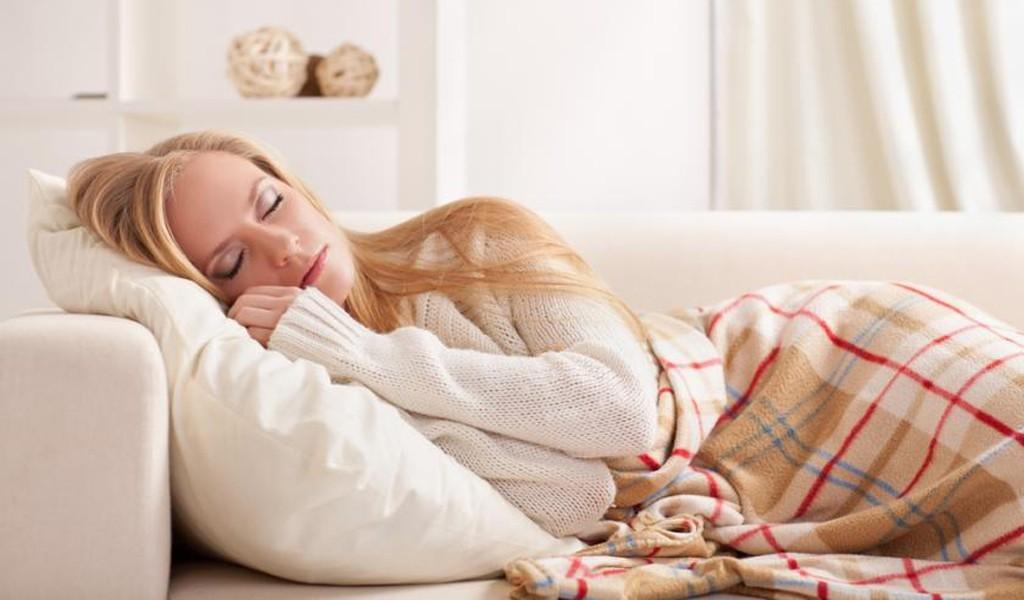 Kê gối cao khi ngủ là nguyên nhân gây đau mỏi vai gáy
