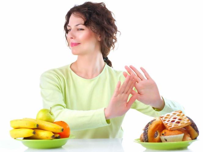 Thức ăn nhanh nhiều gia vị, nhiều dầu mỡ… nên được hạn chế.